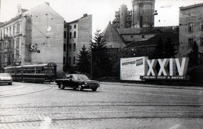 Зліва на світлині – будинок на вулиці Винниченка №3. Фото радянського періоду