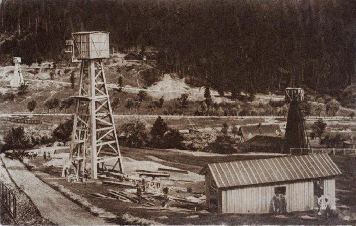 Борислав. Нафтові вишки. Поштівка 1922 року.