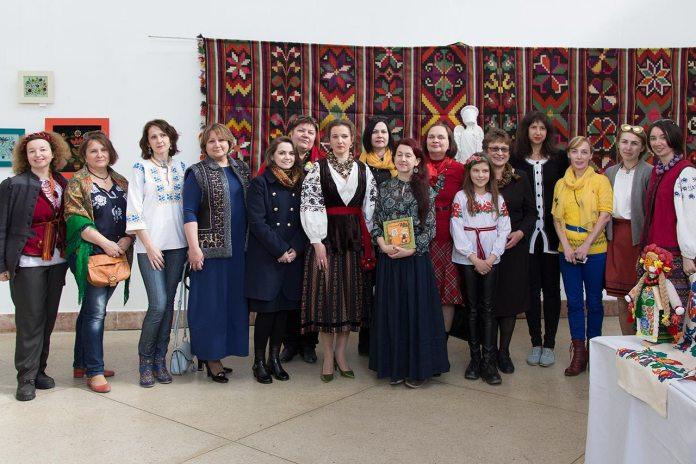 Учасниці фестивалю «Етно'лялька 2017»