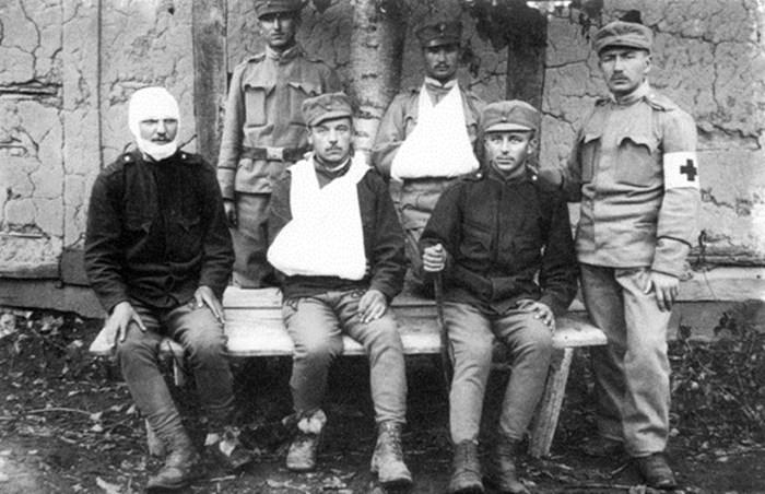 Поранені в бою під с.Верецьками Вижніми стрільці. Славське, 1914 р.