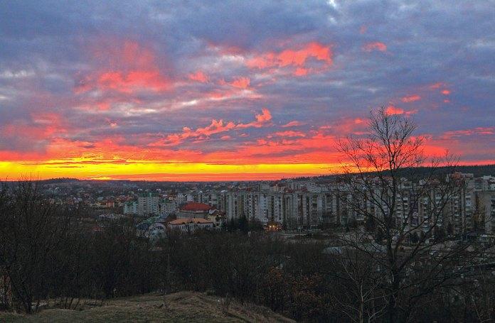 Трускавець. Вид зі Сходу - На світанку, автор П. Закусило, 2017