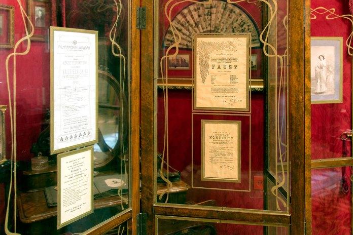 """Афіша опери Ш. Ґуно """"Фауст"""" за участю С. Крушельницької в експозиції львівського музею співачки."""