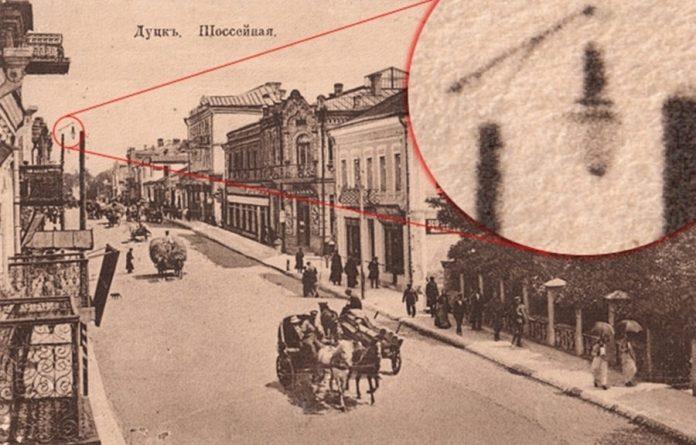 Перший луцький електричний дуговий ліхтар до Першої світової війни. Поштівка з приватної колекції
