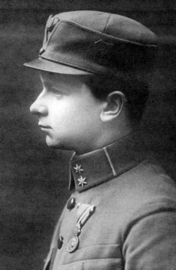 Поручник (нім. Oberleutnant) Осип Яримович, відзначений бойовою офіцерською медаллю «Військових заслуг» (лат. Signum laudis)