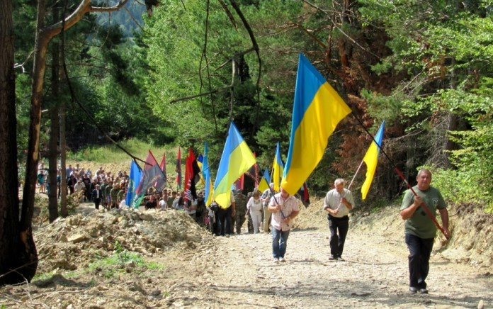 Освячення «Вежі пам'яті» на вершині гори Діл, що біля села Недільна Старосамбірського району. Фото: zik.ua