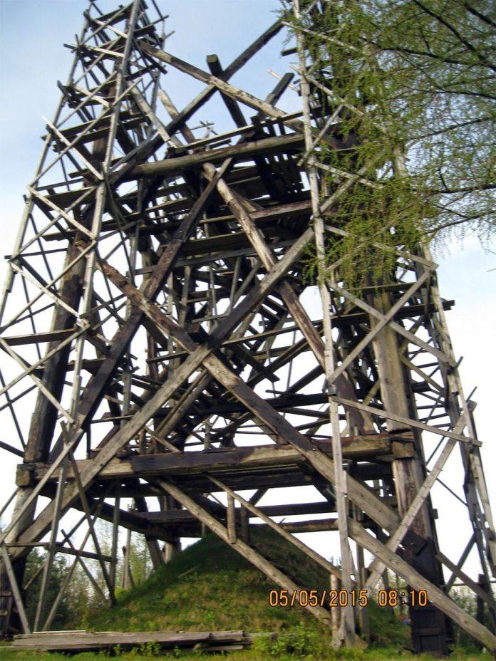 Спорудження «Вежі пам'яті» на вершині гори Діл, що біля села Недільна Старосамбірського району. Фото: uainfo.org