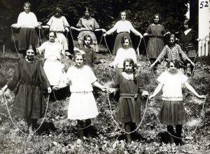 Учениці гімназії сестер Василіянок під час виконання вправ зі скакалкою. Львів, 1920-ті роки