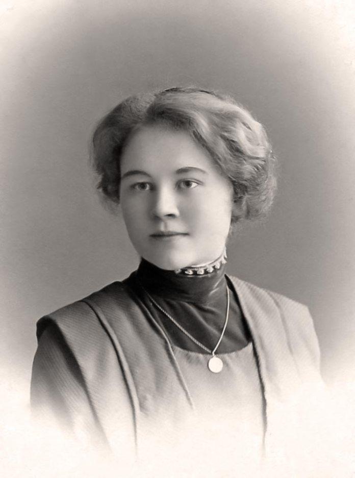 Олена П'ясецька (1894-1978) – концертно-камерна співачка