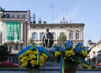 Квіти Грушевському з нагоди 151-ої річниці від дня народження поклали у Львові