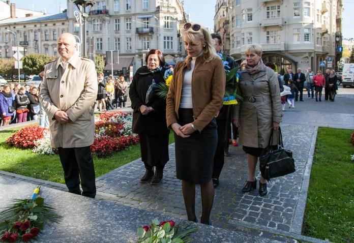 Покладання квітів до пам'ятника Михайлу Грушевському