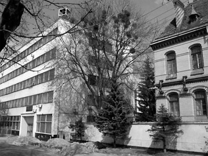 Cпоруди заводу ЛЗТА посеред старої забудови