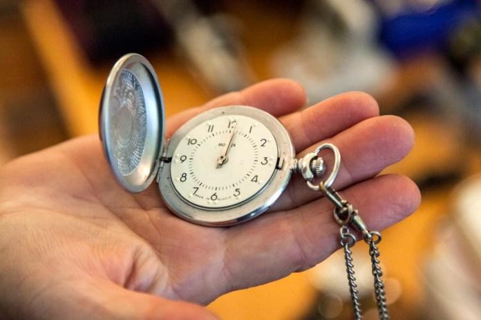 Кишеньковий годинник для незрячих