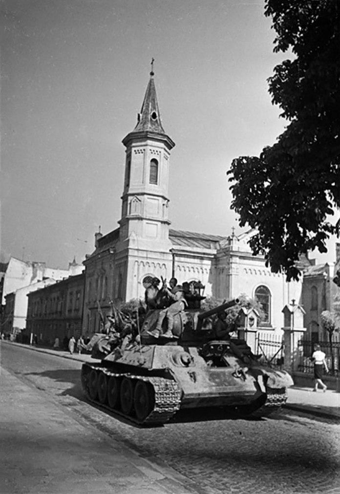Львів, вул. Пекарська, 59, Храм Христа Спасителя. Фото 1944 року