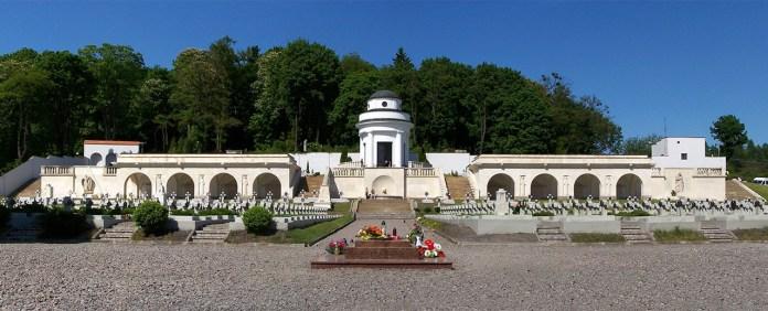 Відновлений цвинтар львівських орлят