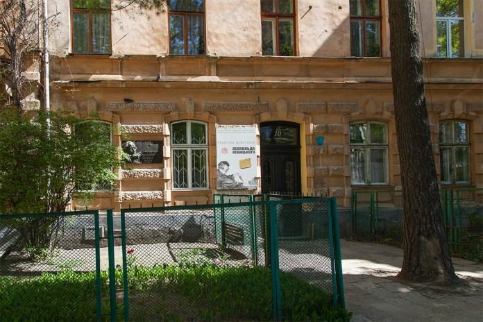 Будинок У Львові по вулиці Миколи Устияновича, 10. Фото 2018 року