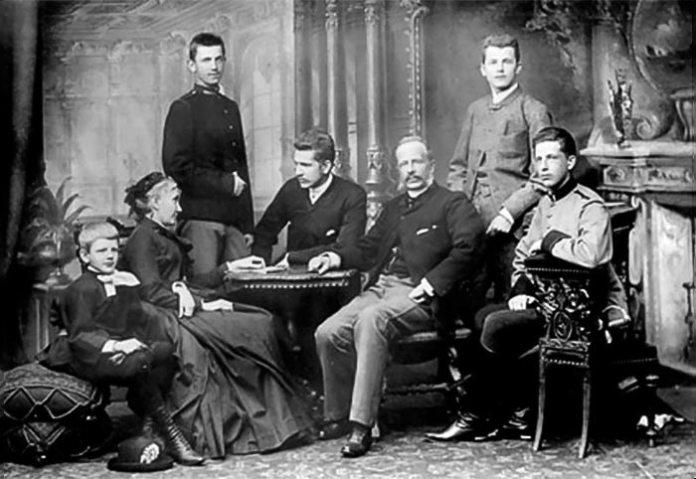 Сім'я Шептицьких у Кракові в квітні 1887 року.