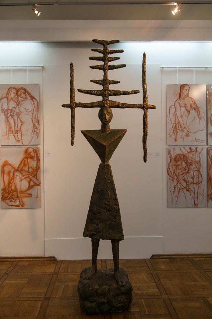 Експозиція виставки Петра Антипа «Богиня степу»