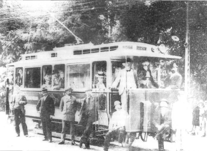 Трамвайний вагон Ringhoffer в день відкриття трамвайного руху в Чернівцях. Фото із колекції С.А. Тархова