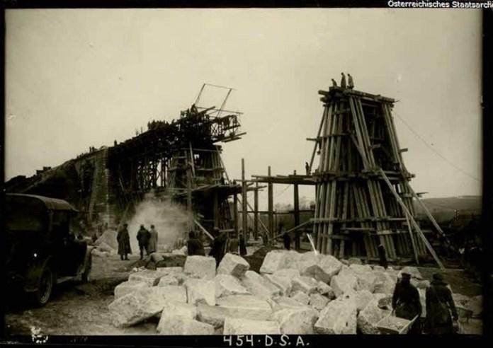 Зведення моста в селі Плугів, 1917 р.