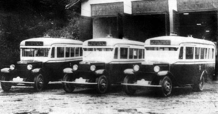 Муніципальні автобуси у трамвайному депо. 1934 р.