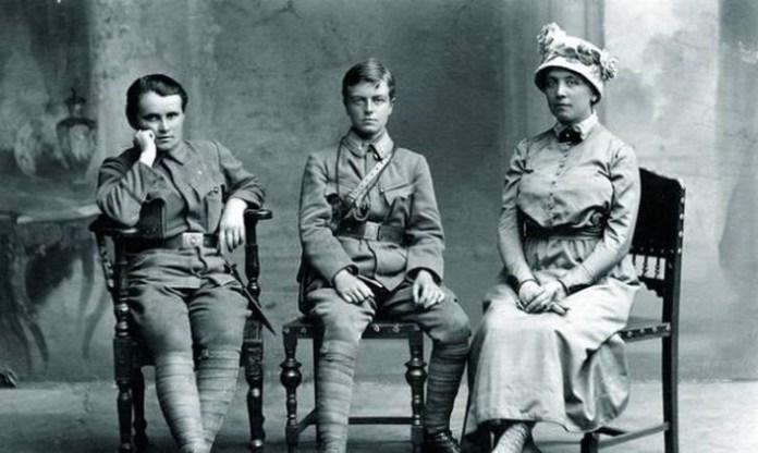 Гандзя Дмитерко, Софія Ґалечко й Ольга Левицька-Басараб. Відень 1916