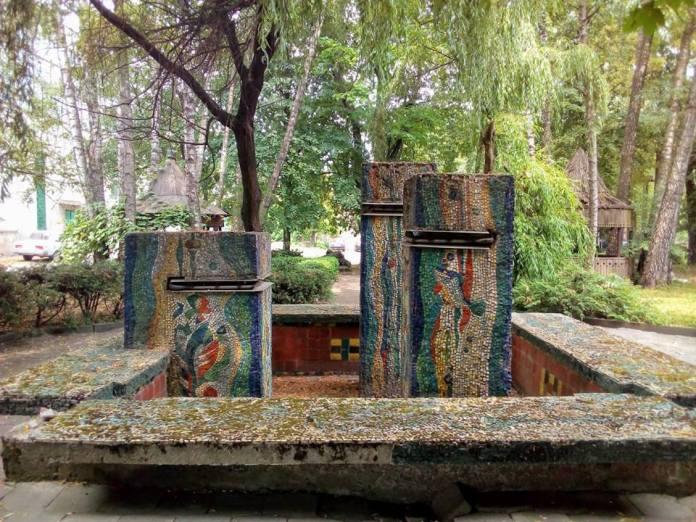 Мозаїка в Луцьку на вулиці Ковельській. Микола Куценко, Володимир Марчук, 1984