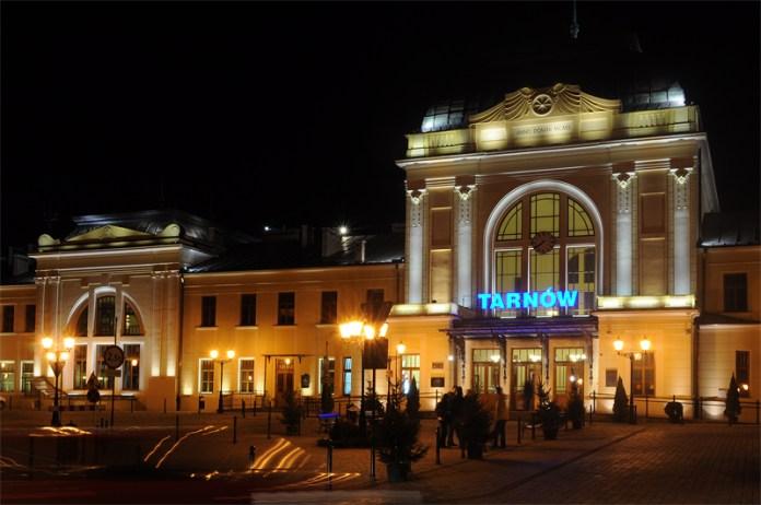 Залізничний вокзал у Тарнуві. Сучасне фото
