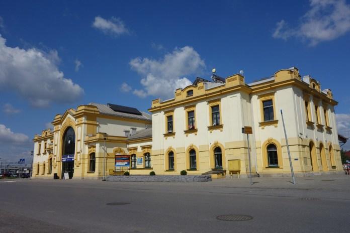 Залізничний вокзал у Бохні. Сучасне фото.