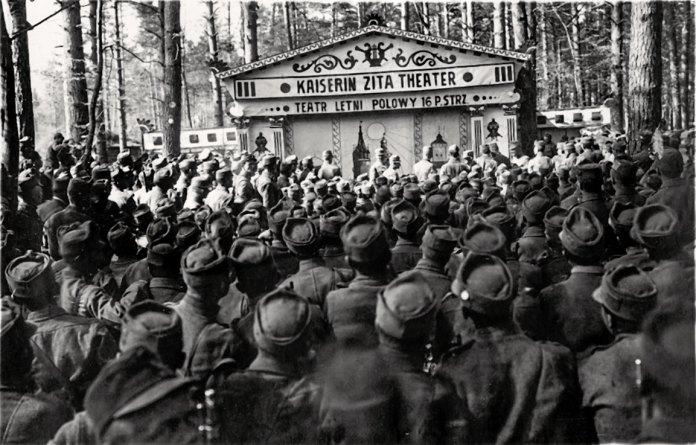 Літній театр в Щуровичах, фото 1917 року.
