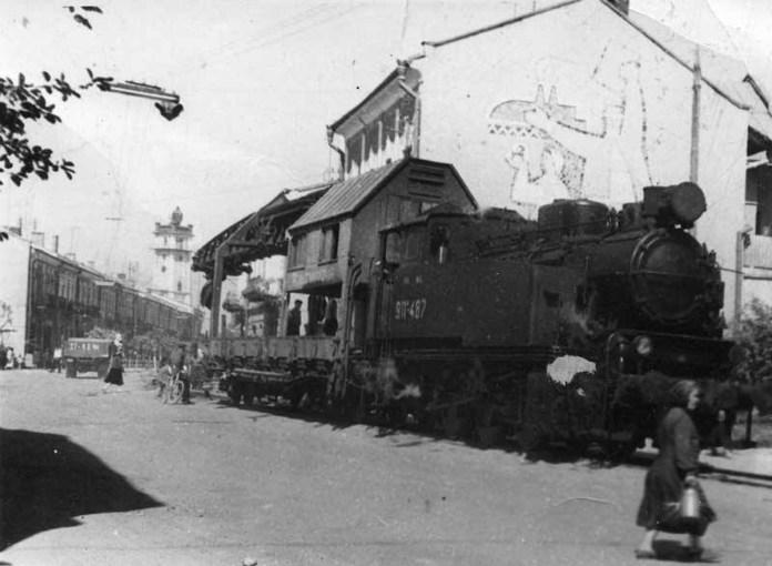 Демонтаж колій парового трамвая у Коломиї в 1967 році