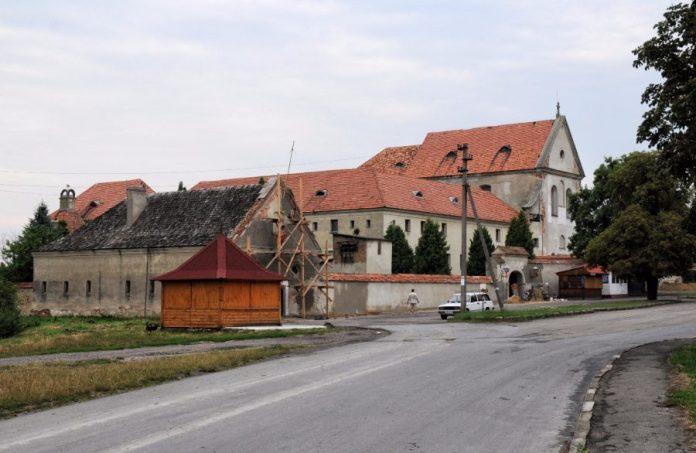 Монастир і костел капуцинів у Олеську. Фото з https://uk.wikipedia.org/wiki/Северин_Юзеф_Жевуський