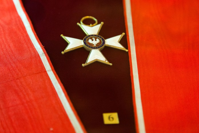 """Експозиція виставки """"Відвага. Нагорода (Ордени ХVІІІ — ХХ ст з колекції ЛІМ)"""""""