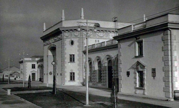 Новозведене приміщення вокзалу, 1952 рікНовозведене приміщення вокзалу, 1952 рік