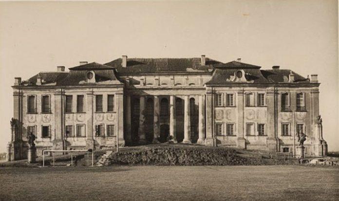Фото палацу Любомирських у Рівному роботи Стефана Платер-Зиберка, 1927 рік