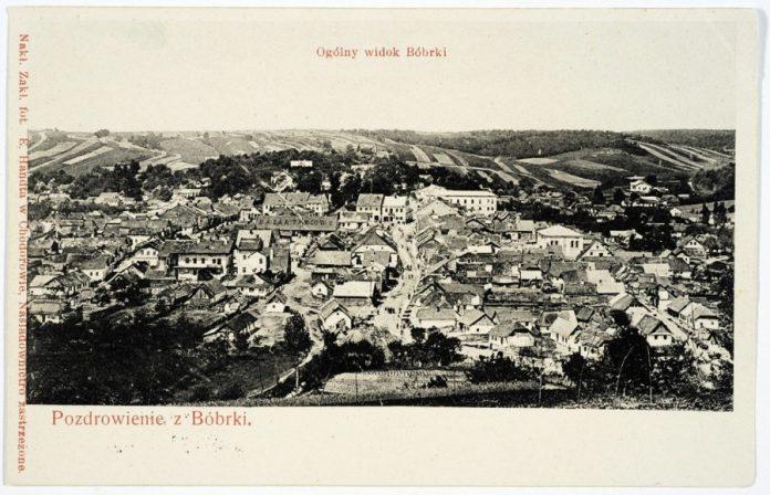 Бібрка. На поштівці зображено вигляд містечка у 1905 року ( з фондів цифрової бібліотеки Polona)