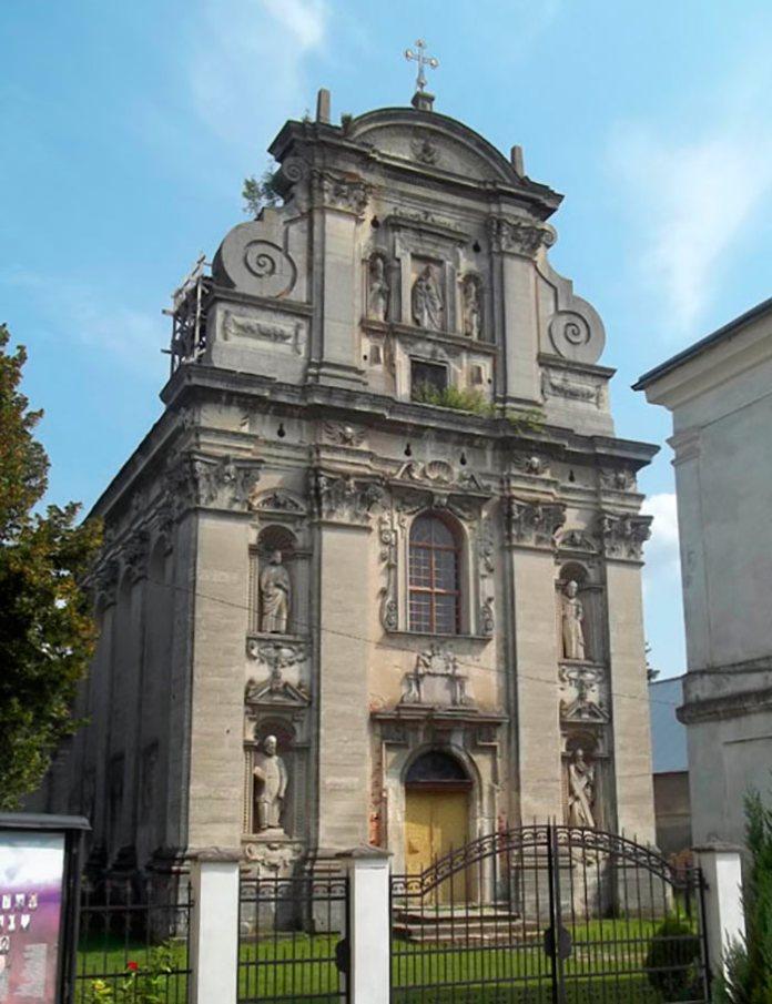 Костел Різдва Пресвятої Богородиці в Комарно
