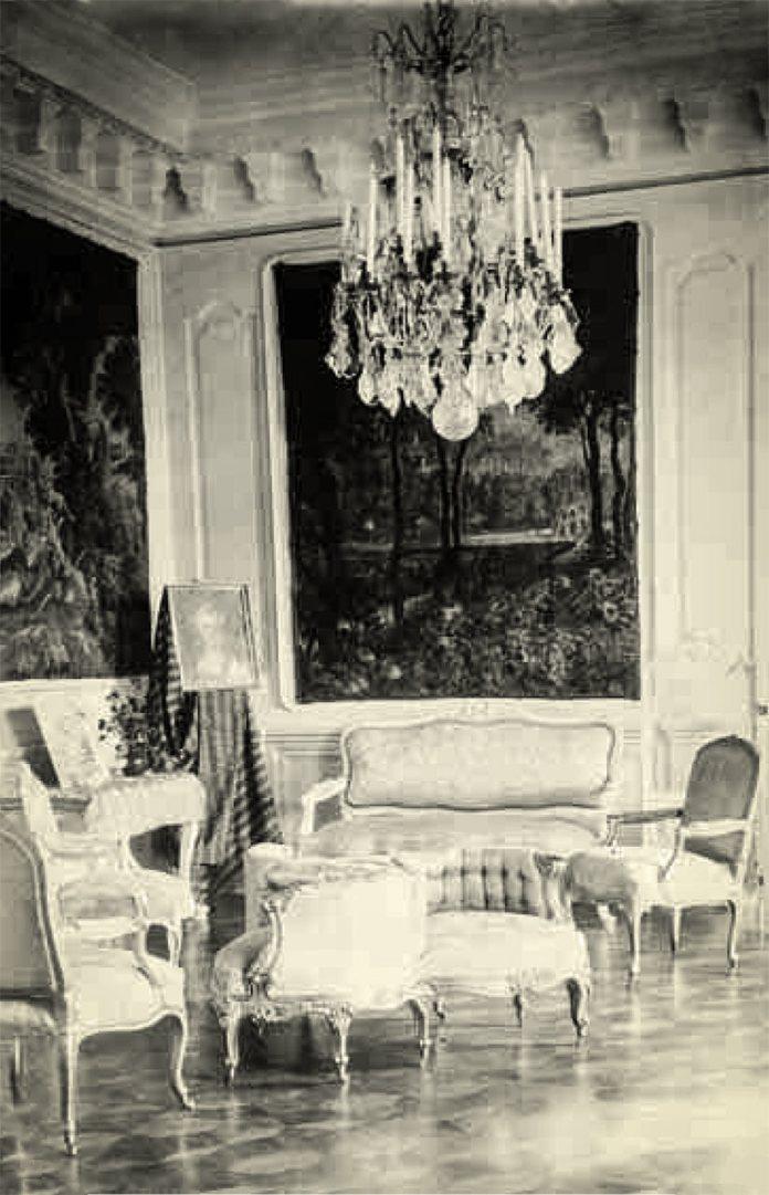 Інтер'єр однієї із кімнат в Олицькому палаці, фото до 1939 року