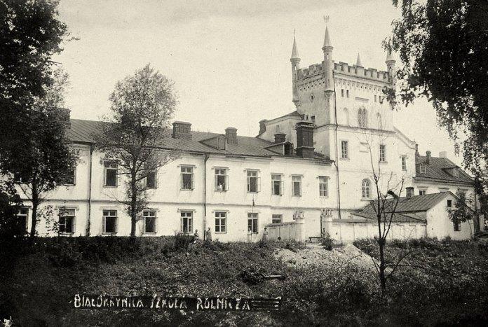 Палац у Білокриниці в міжвоєнний період. Зображення з Національної бібліотеки Польщі
