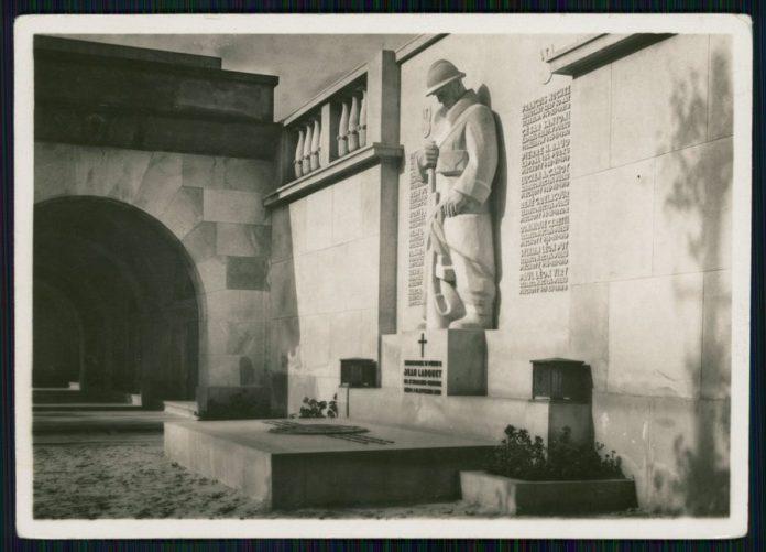 Пам'ятник французьким воїнам на Польському військовому меморіалі у Львові, 1938