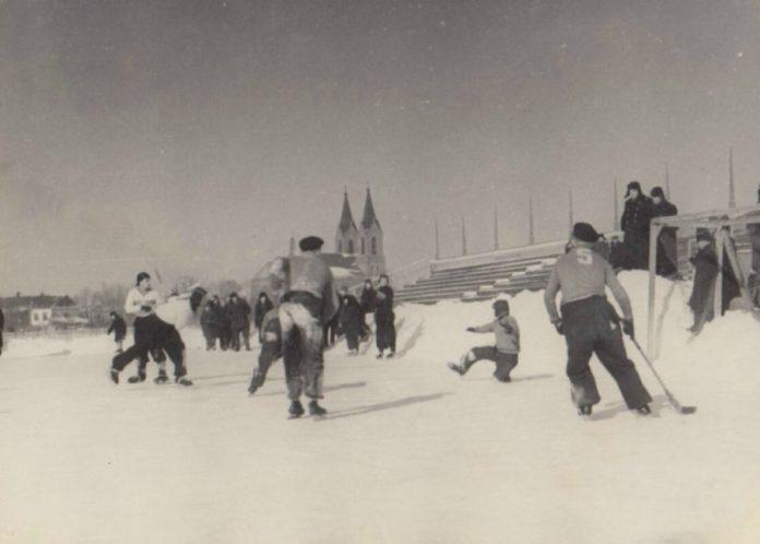 Рівне стадіон «Колгоспник», 1950-і рр. Фото з родинного архіву Молчановських