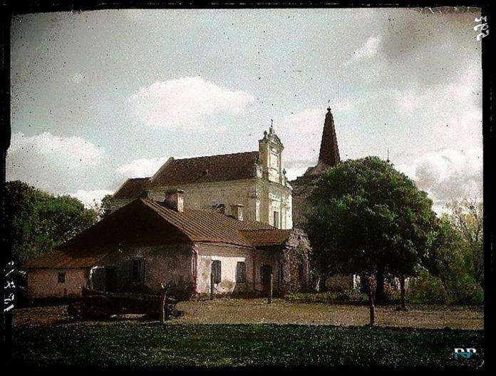 Троїцький костел у Боремлі. Побудований у 1782 р. Францішеком Чацьким. Повністю зруйнований у 1955 році. Фото міжвоєнного періоду.