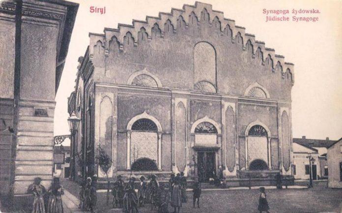 Стрий. Велика синагога. Зліва - фрагмент синагоги Маера ШулимаСтрий. Велика синагога. Зліва - фрагмент синагоги Маера Шулима