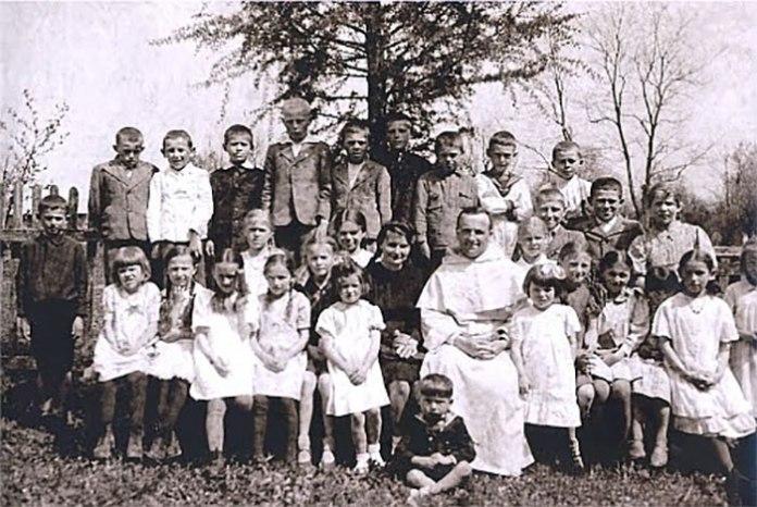 Фото причастя дітей з Гути Пеняцької. Фото з архіву А. Шваї
