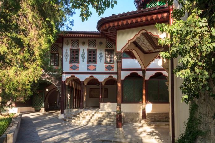 Посольський дворик палацу