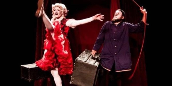 Актриса Жюлія Моа Кап та актор Ігор Селлем у виставі ''Концерт для двох клоунів''