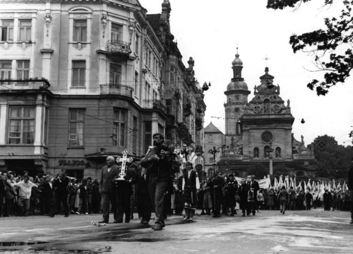Хода за легалізацію УГКЦ 17вересня 1989 року у Львові. Фото з ресурсу http://ichistory.org.ua