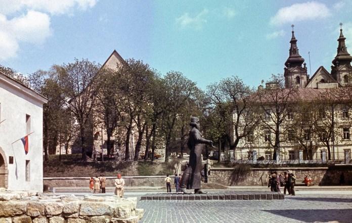 Пам'ятник Іванові Федорову у Львові, фото 1979 року
