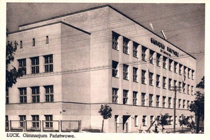 Гімназія імені Костюшка в Луцьку. Поштівка 1930-х