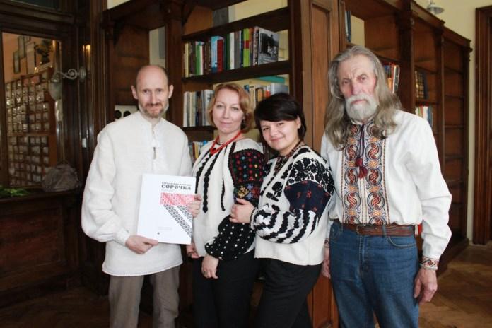 Презентація другої частини книги про Борщівську народну сорочку. Фото Вікторії Кметь