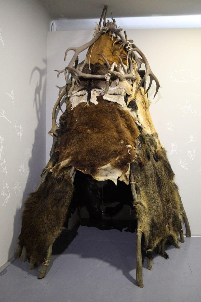 Експозиція виставки «Льодовикова епоха: Повернення мамута до Львова»
